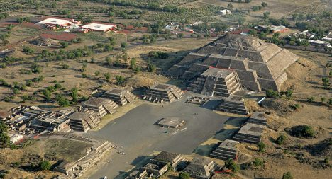 Mexicos Stereotype Tourist Photos Teotihuacan Pyramids