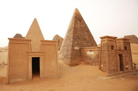 pyramids meroe sudan - an almost abandoned tourist site