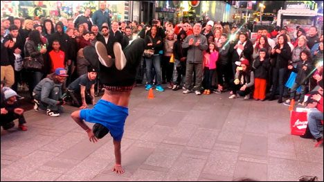 New York City Tourist Scam How break dancers collect money - the latest $20 tourist trip in New York City.