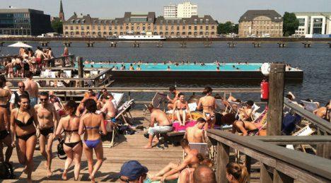 urban beaches badeschiff berlin