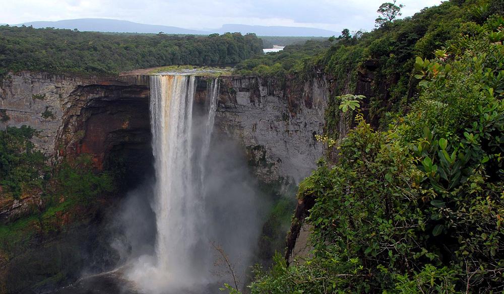top 10 impressive waterfalls